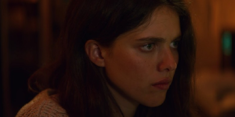 Margaret Qualley jako SAM WALDEN.